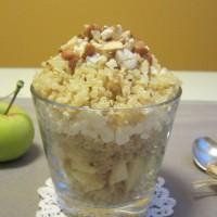 Jabolčna kvinoja s skuto, cimetom in lešniki