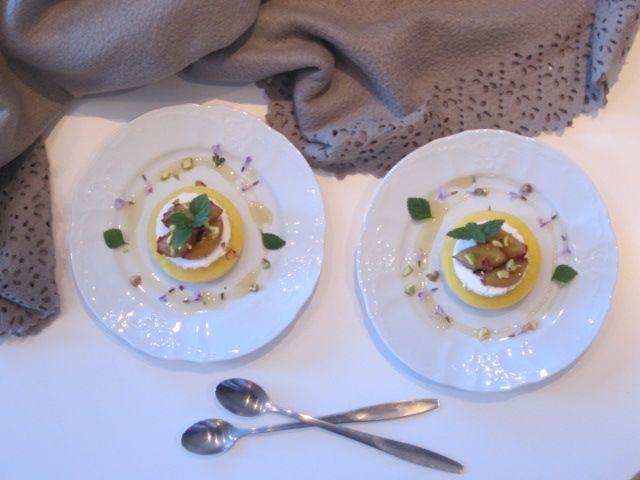 Polenta s skuto, medom in pistacijo