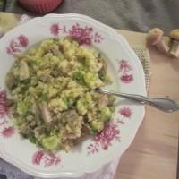 Kvinoja z bučkami in šampinjoni