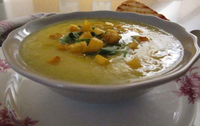 Kremna juha iz buče in čičerike