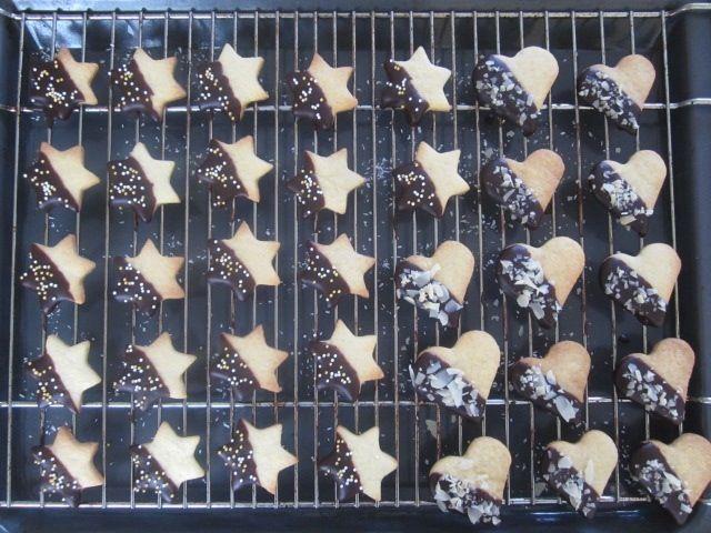 Masleni piškotki s čokoladnim oblivom