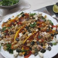 Kaljena ajdova kaša z jesensko bučo, suhimi paradižniki, čičeriko, skuto in hrustljavimi bučnimi semeni