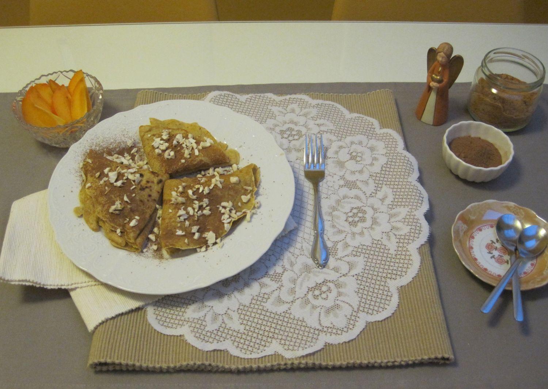 Pirine palačinke s kakijem, kakavom in mandlji