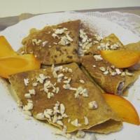 Pirine palačinke s hitro kakijevo marmelado, kakavom in mandlji