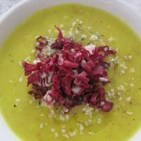 Gosta kremna krompirjeva juha z hrustljavim svežim radičem