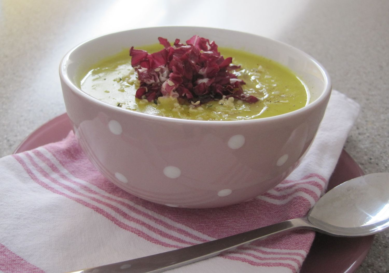 Krompirjeva juha s porom in ingverjem