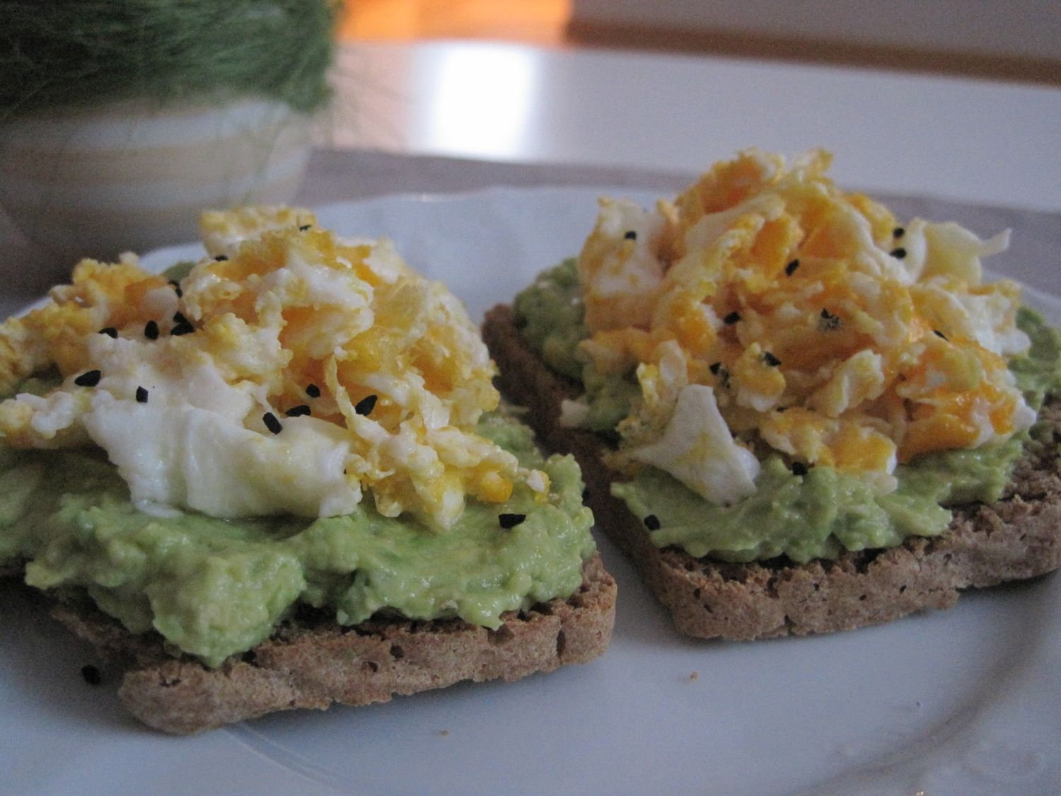 toast with mashed avocado and scrambled egg