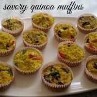 Slani kvinojini kolački v dveh različnih okusih