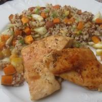Pisana kvinoja s pečenim sladkim krompirjem in limoninim piščancem