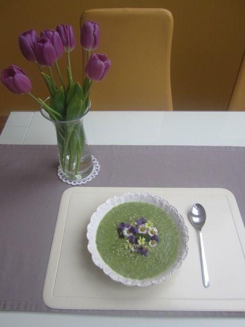 Krompirjeva juha s porom in koprivami