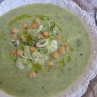 Porova juha s cvetačo in čičeriko