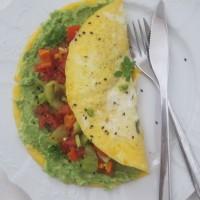 Rahla jajčna omleta z avokadom