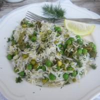 Limonin riž z grahom, kopercem in listi vinske trte z nasekljanimi pistacijami