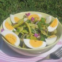Stročji fižol s kuhanimi jajci