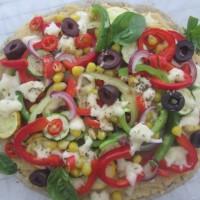 Brezglutenska zelenjavna pica brez paradižnikove omake