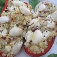 Paprike, polnjene s kvinojo in svežim kozjim sirom