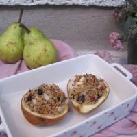 Medene hruške, polnjene s kvinojo, oreščki in suhim sadjem