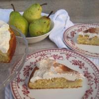 Vanilijev kolač s hruškami in cimetom