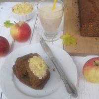 Sladki kruh z jabolčno čežano in cimetom ter medenim namazom