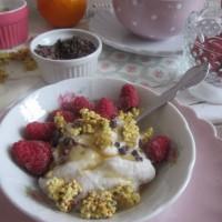 Domač kokosov jogurt s hrustki iz prosene kaše