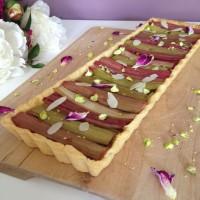 Rabarbarina pita z mandlji in pistacijami