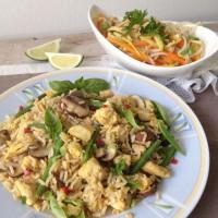 Pražen riž na tajski način s solato iz bambusa in fižolovih kalčkov