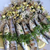 Pečene sardine na rižu z blitvo in pistacijo