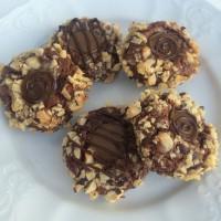 Čokoladni piškoti z oreščki in karamelno sredico