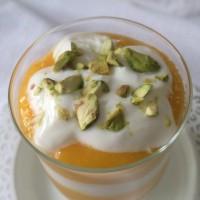 Grški jogurt s sladkim mangovim pirejem