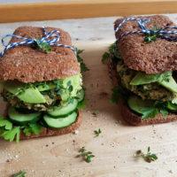Ohrovtovi burgerčki s kvinojo in kozjim sirom