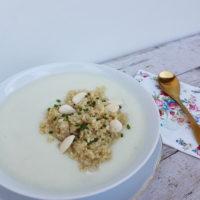Cvetačno mandljeva juha s kvinojo in drobnjakom
