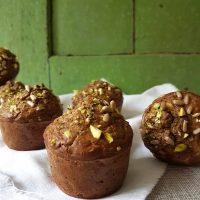 Zeliščno korenčkovi muffini s feta sirom s hrustljavim posipom
