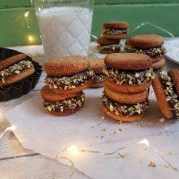 Dvojni pistacijini piškoti s čokoladno kremo
