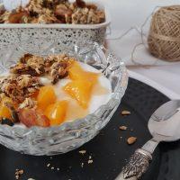 Preprosta pomarančna granola s tahinijem