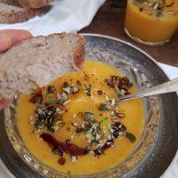 Bučna juha s cvetačo in 100% bučnim oljem