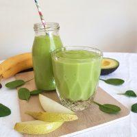 Sadni smoothie z avokadom in špinačo