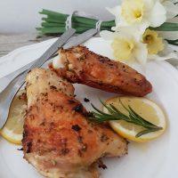 Pečen piščanec z rožmarinom, česnom in limono