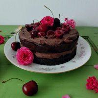 Dvojna čokoladna torta s temnimi češnjami
