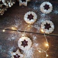 Lešnikovi linški piškoti z brusnično marmelado