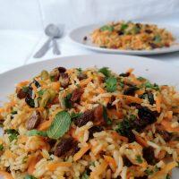 Dišavni riž s suhim sadjem in pistacijo (ter pečenimi sardelami)