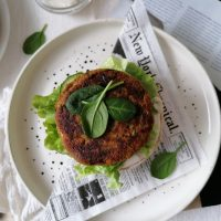 Zelenjavni krompirjevo cvetačni burgerji