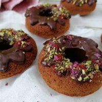 Brezglutenski krofi s temno čokolado in pistacijo